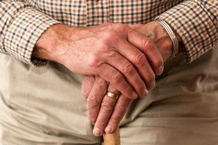 kwalifikacje opiekunek osob starszych