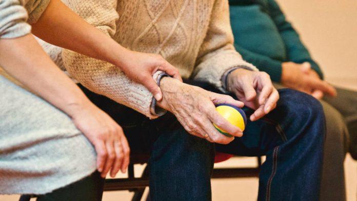 Co należy do obowiązków opiekunki osób starszych